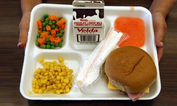 school-lunch-tray_37832121_ver1.0_640_360_1544447593766_64822752_ver1.0_640_360_1558098057528.jpg