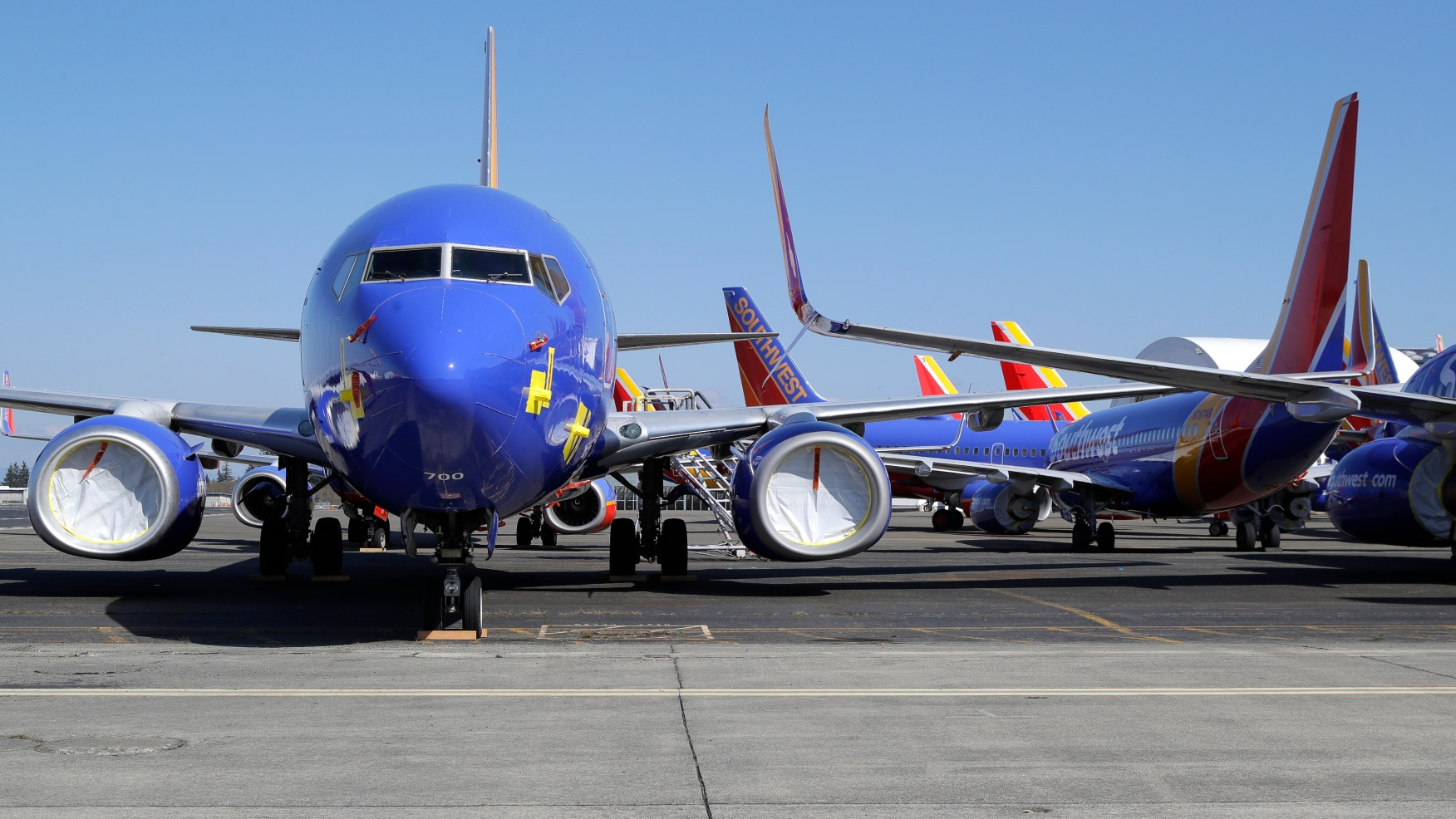 U.S. airlines threaten to ban passengers who refuse to ...